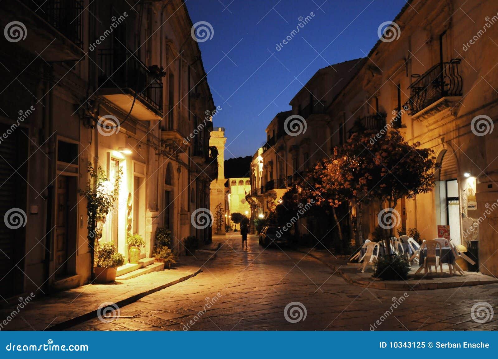 Rue de nuit dans Scicli, Sicile