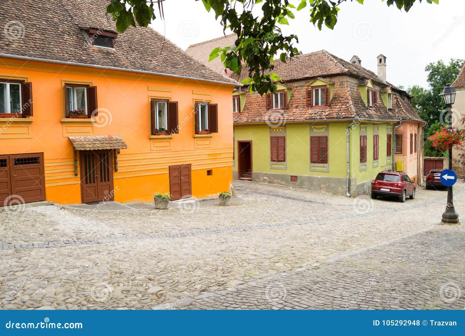 Rue de Sighisoara avec les bâtiments médiévaux colorés