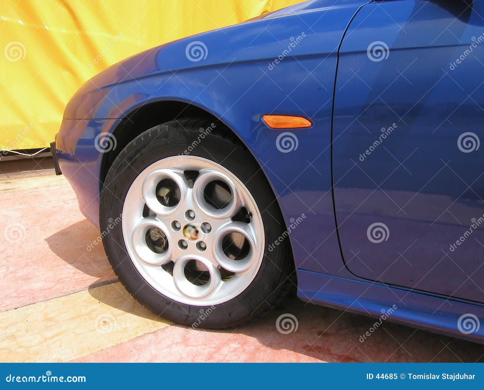 Download Rueda de Alfa Romeo 156 imagen de archivo. Imagen de coche - 44685