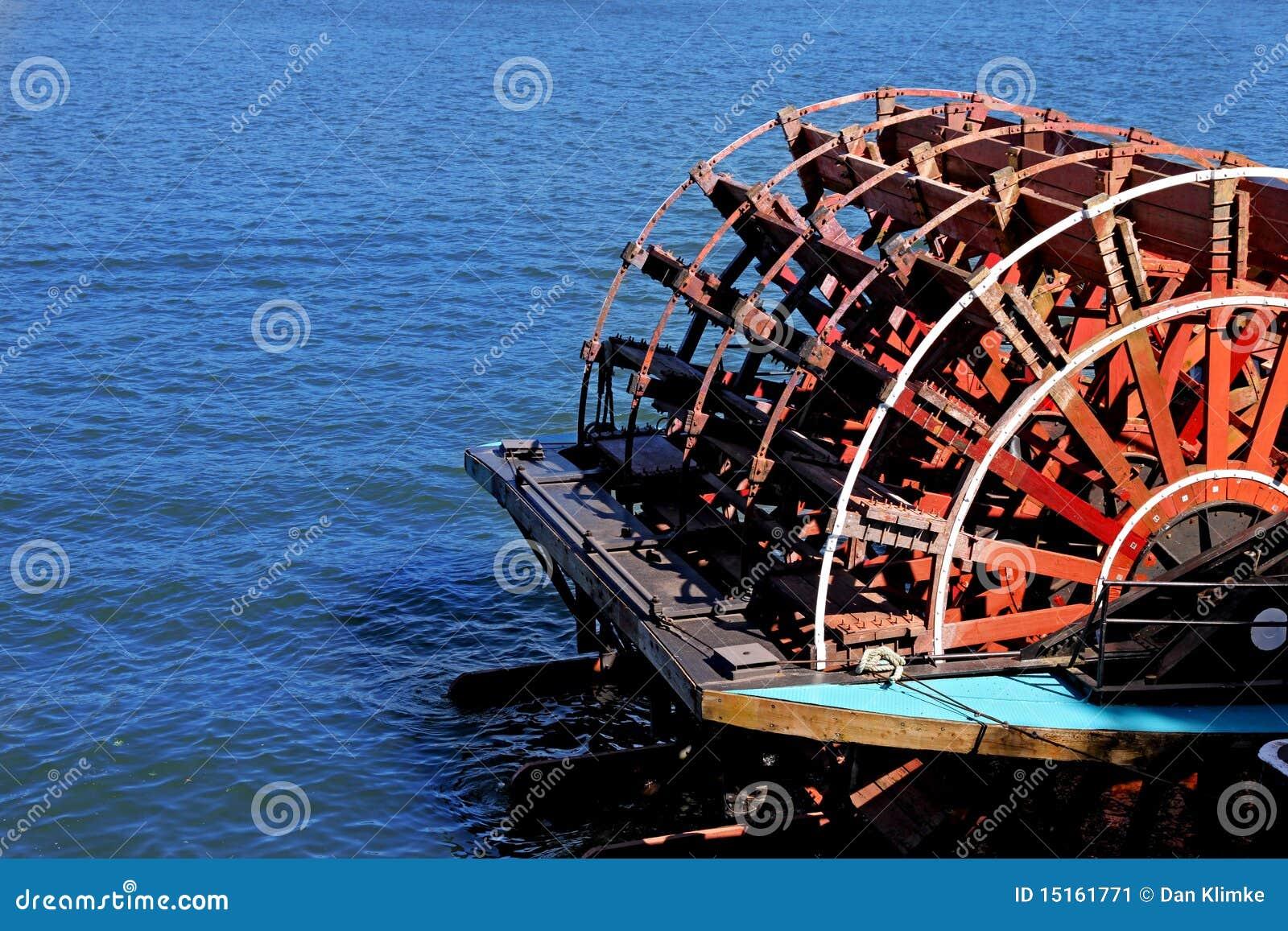Rueda de paleta en el barco