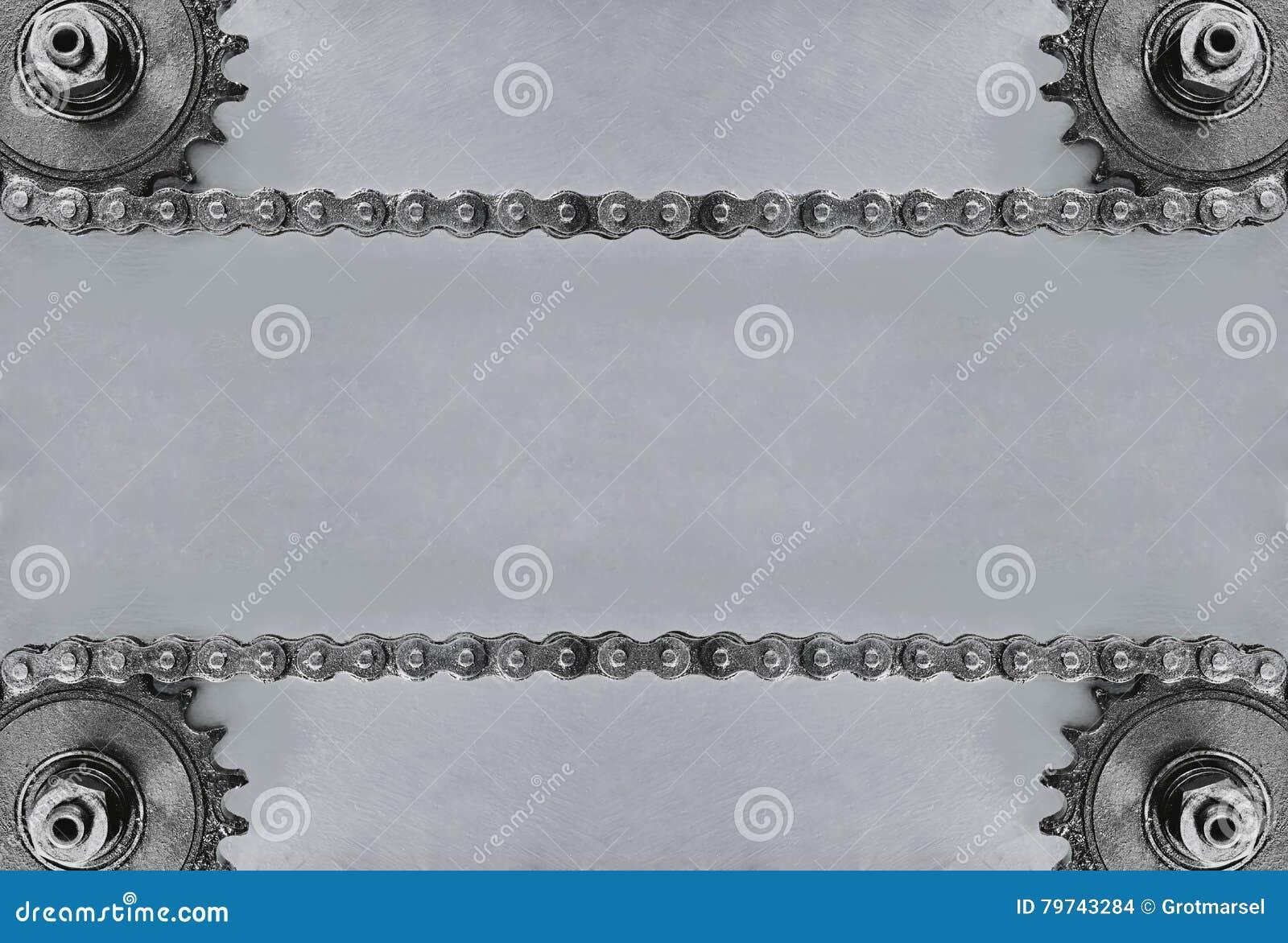 Ruedas dentadas y cadena doble en fondo gris con el espacio vacío