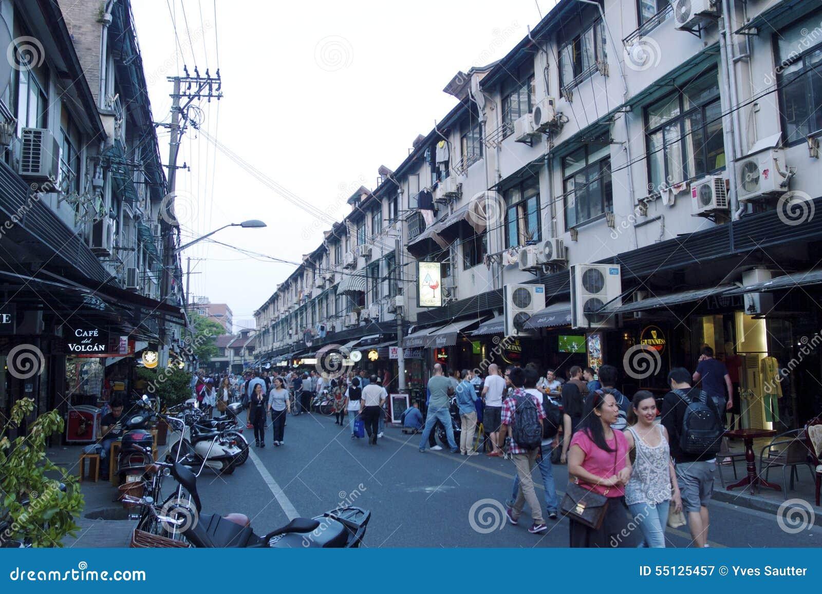 Rues fascinantes et commerces de Changhaï, Chine : Yongkang lu l endroit parfait pour éteindre une soif