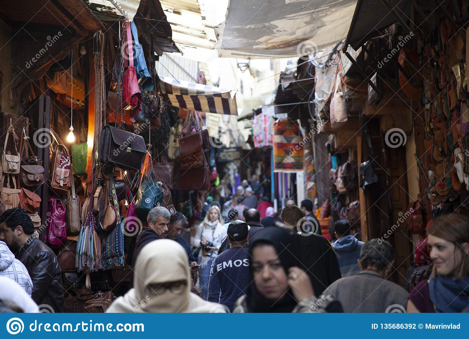 Rues passantes de la Médina, Fez, Maroc, 2017