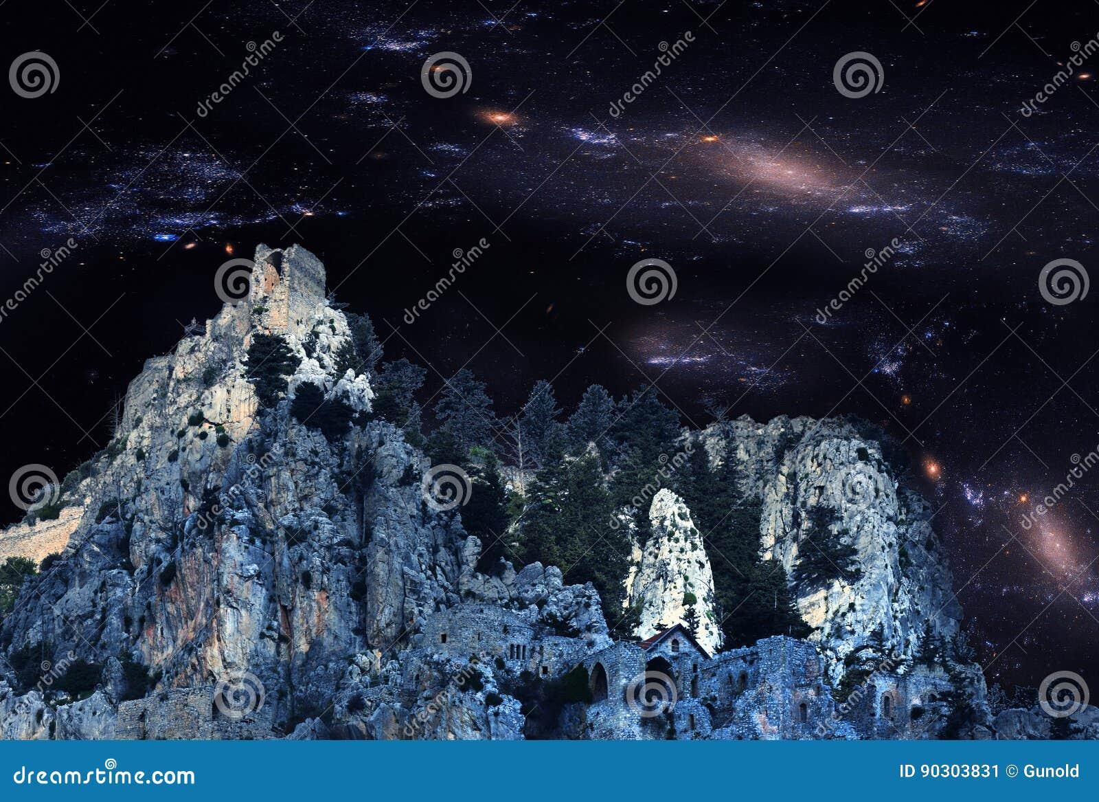 Ruiins assustadores do castelo do St Hilarion