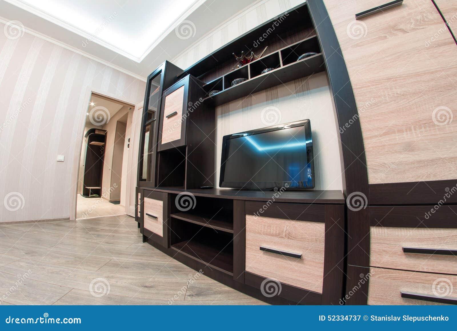 Ruime ruimte met meubilair grote kast en tv stock afbeelding afbeelding 52334737 - Meubilair tv industrie ...