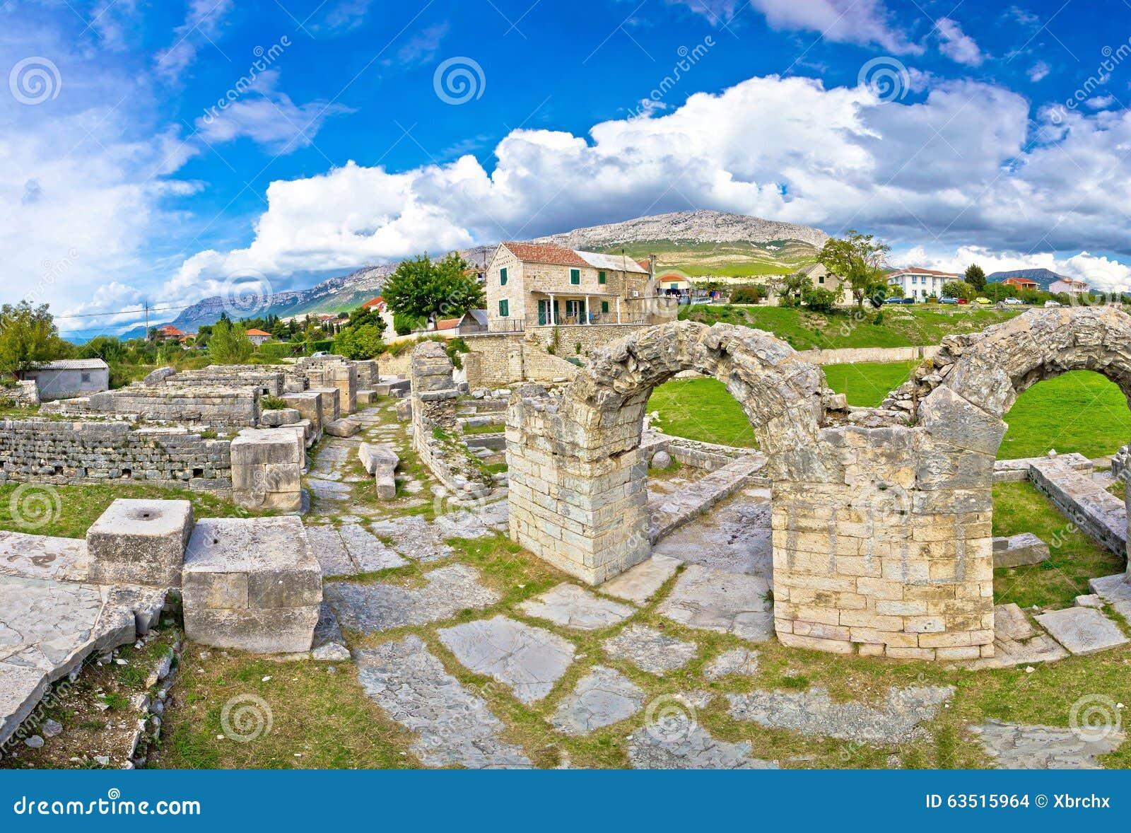 Ruinas antiguas de la opinión de Solin