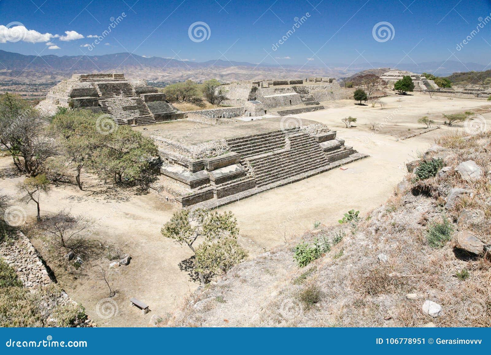 Ruinas antiguas del mexicano en Monte Alban, Oaxaca, México