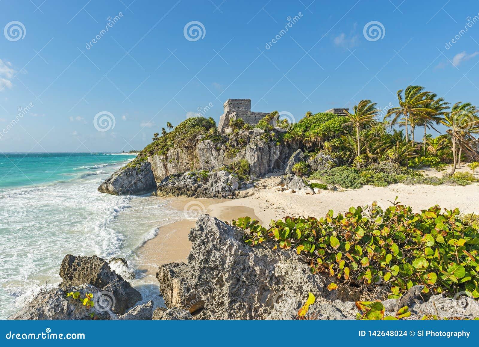 Ruinas mayas de Tulum con la playa idílica, México