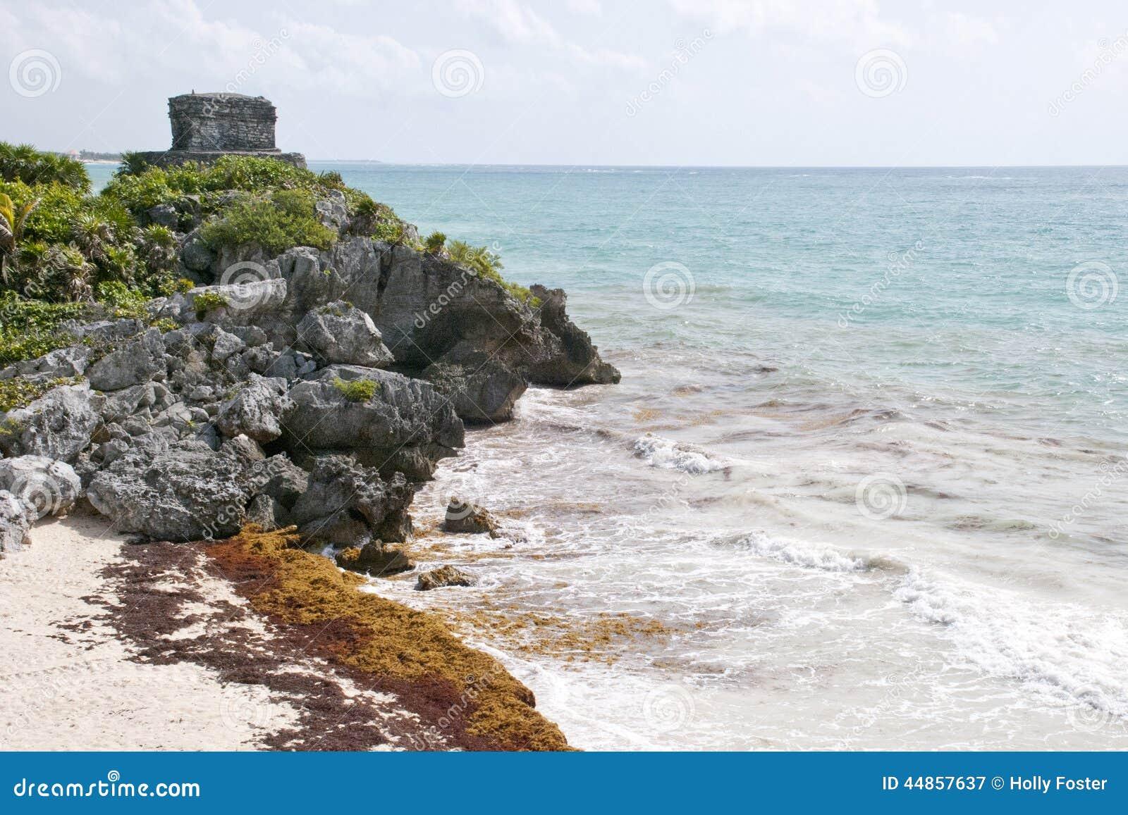 Ruinas mayas que pasan por alto el océano