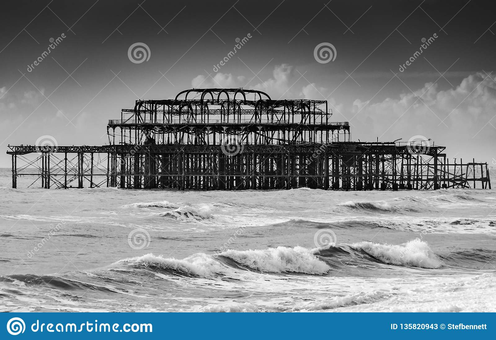 Ruine de Brighton West Pier un jour orageux