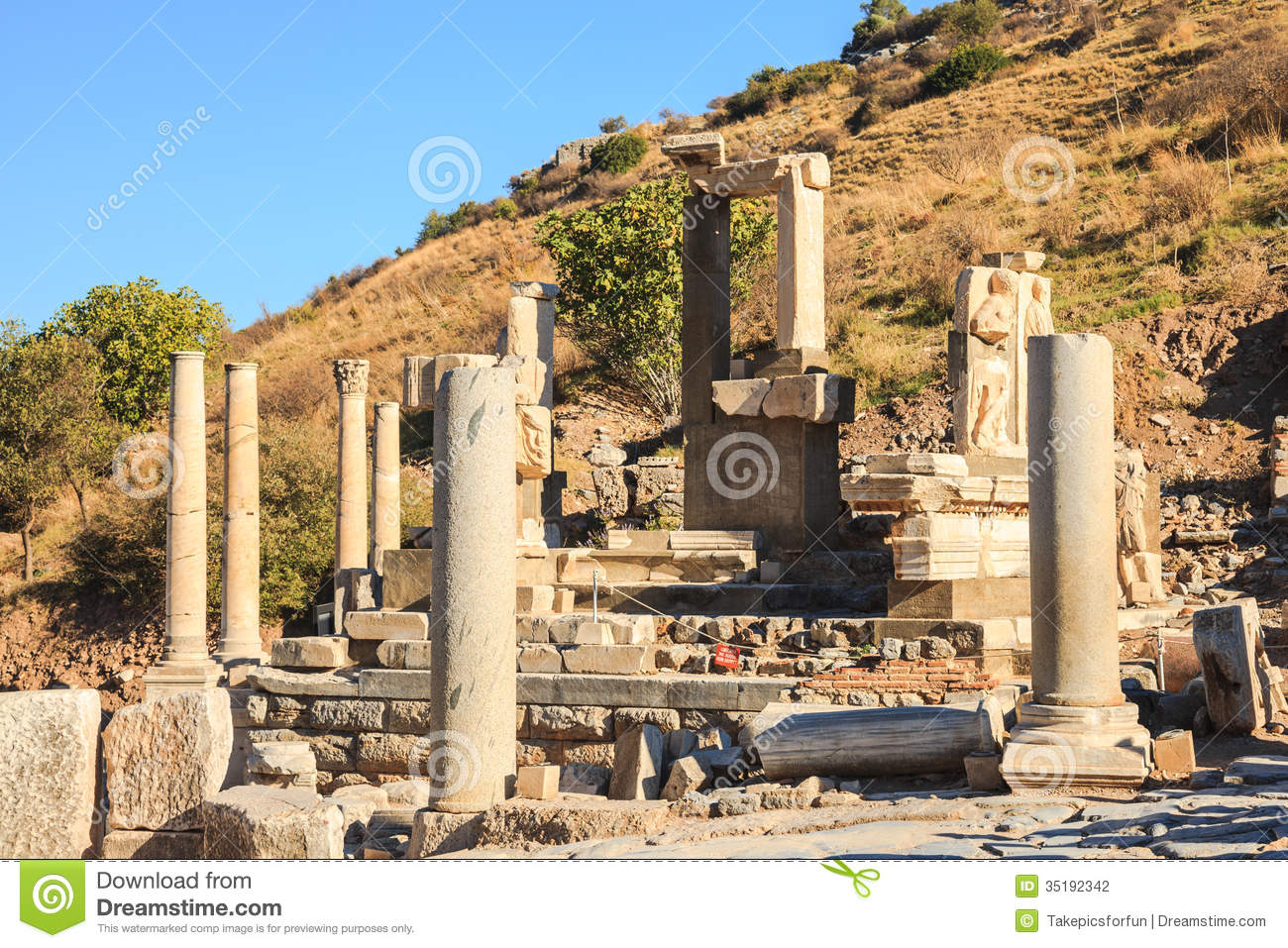 Ruined Pollio Fountain Stock Photography - Image: 35192342