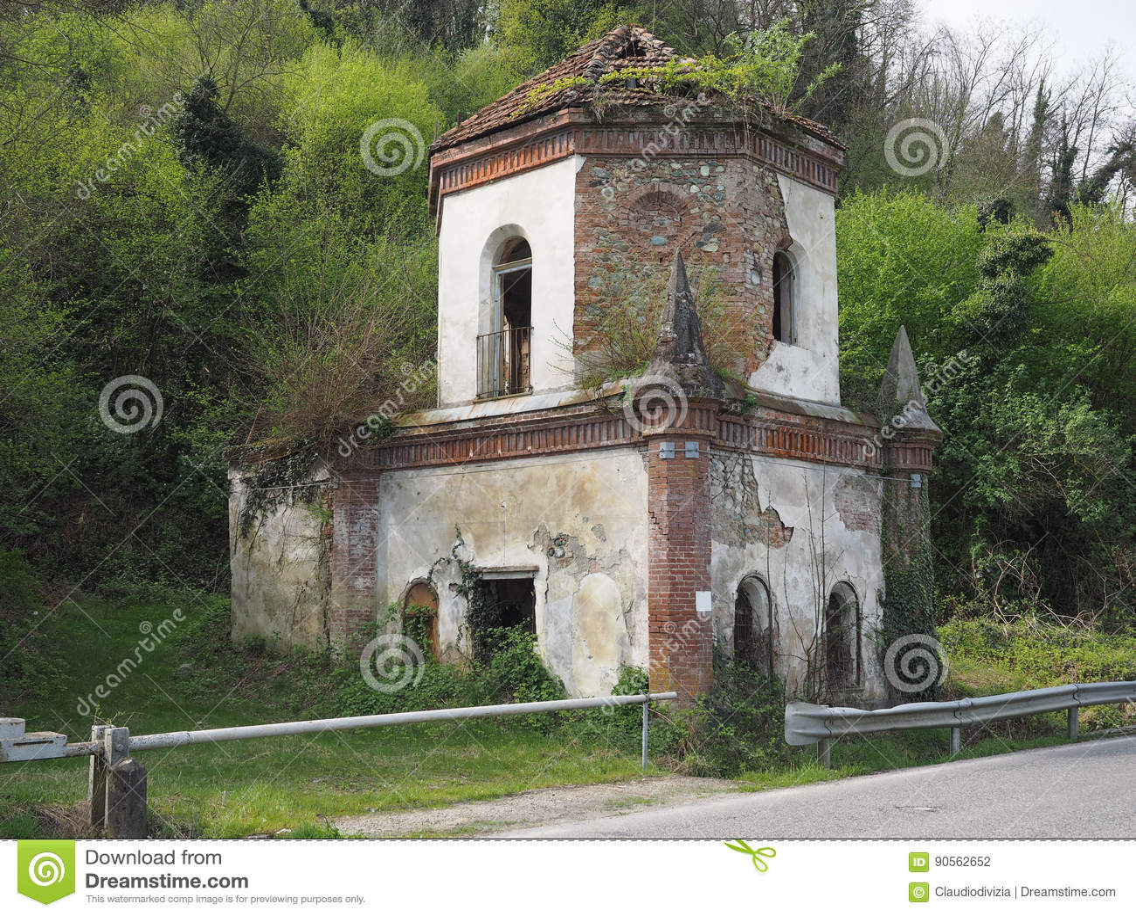 Ruinen der gotischen Kapelle in Chivasso, Italien
