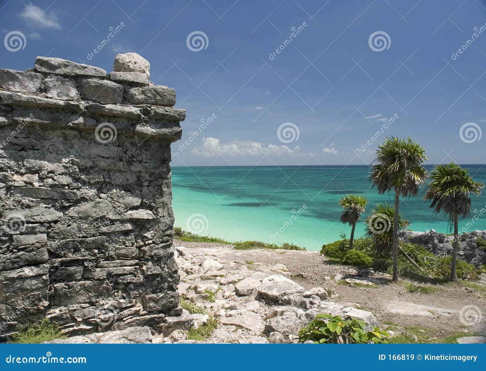 Ruinen durch das Mexikanisch-Karibische