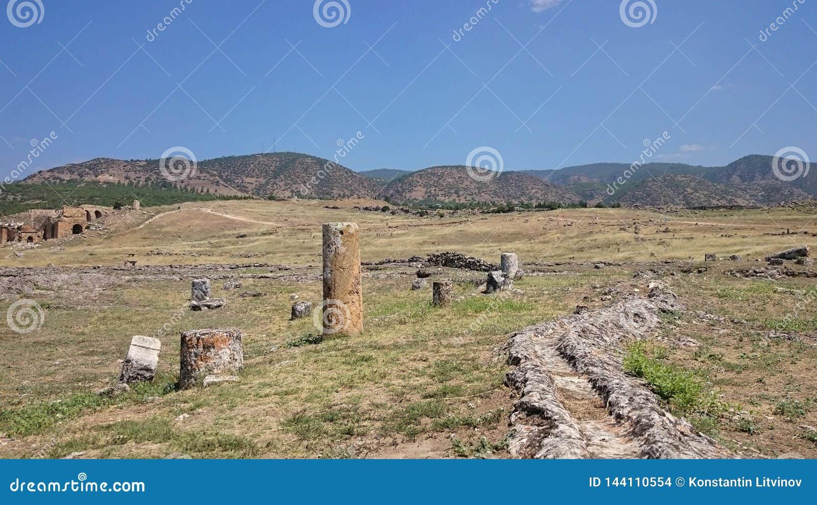 Ruinen und Ruinen der alten Stadt, Hierapolis nahe Pamukkale, die Türkei