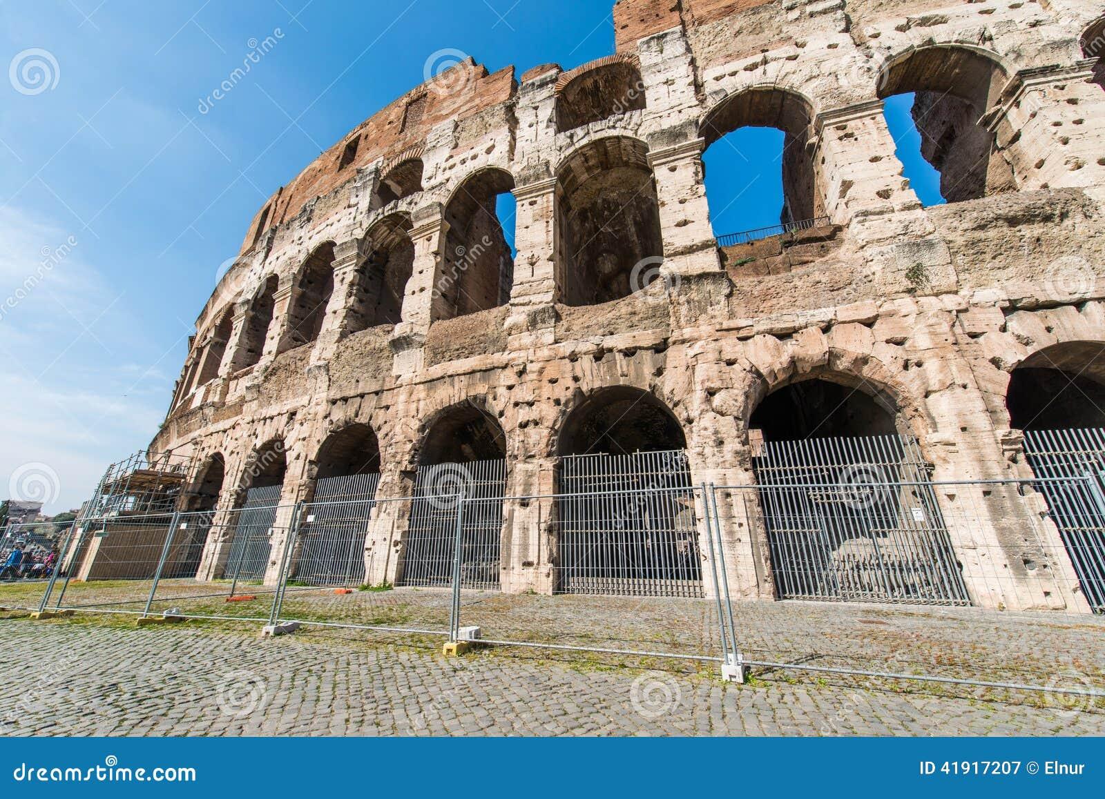 Ruines antiguos de Roma en brillante