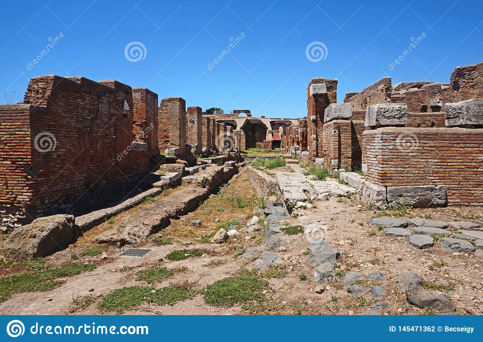 Ruines antiques de rue dans Ostia Antica Beaux vieux hublots ? Rome (Italie)