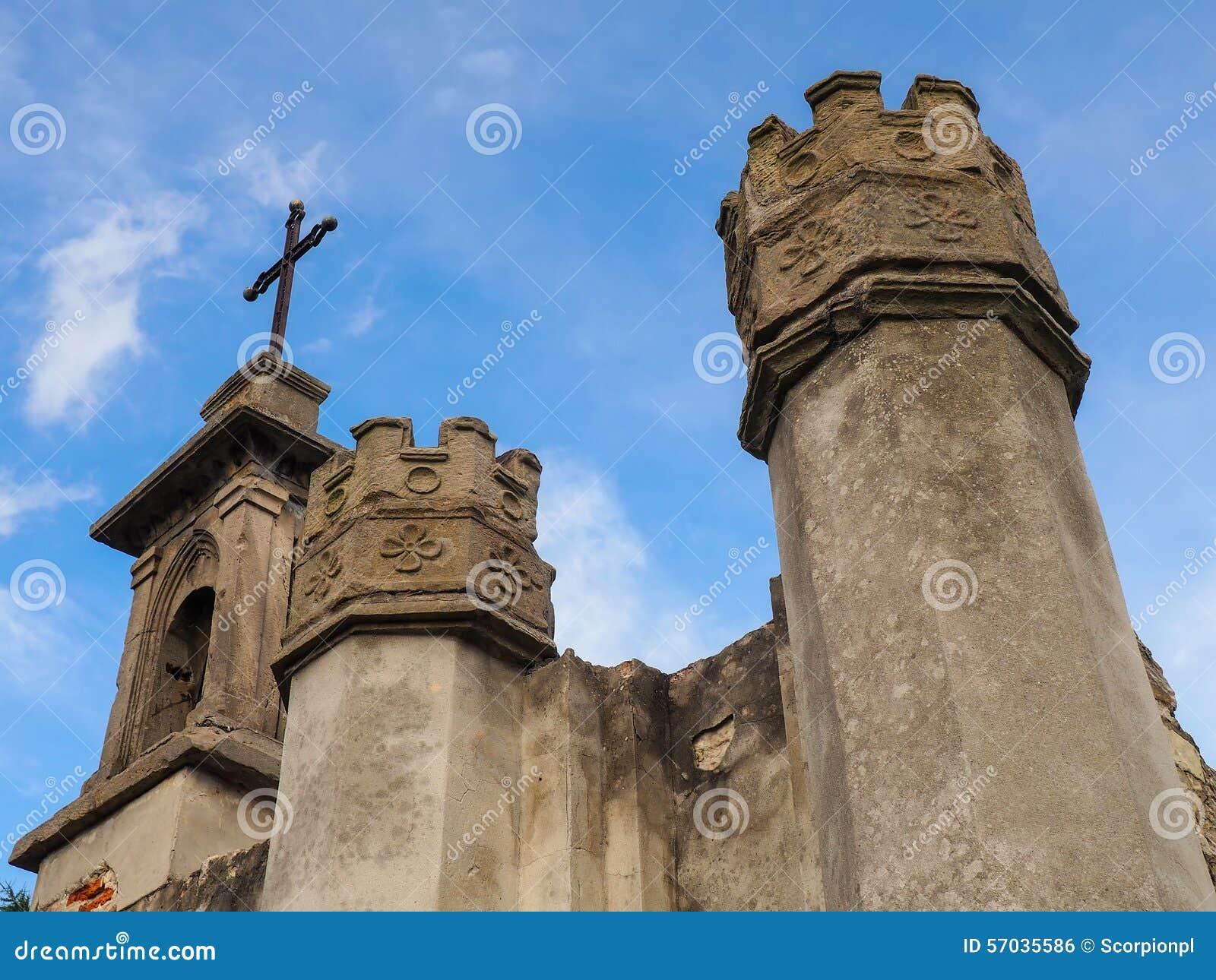 Ruines d une chapelle sur la colline