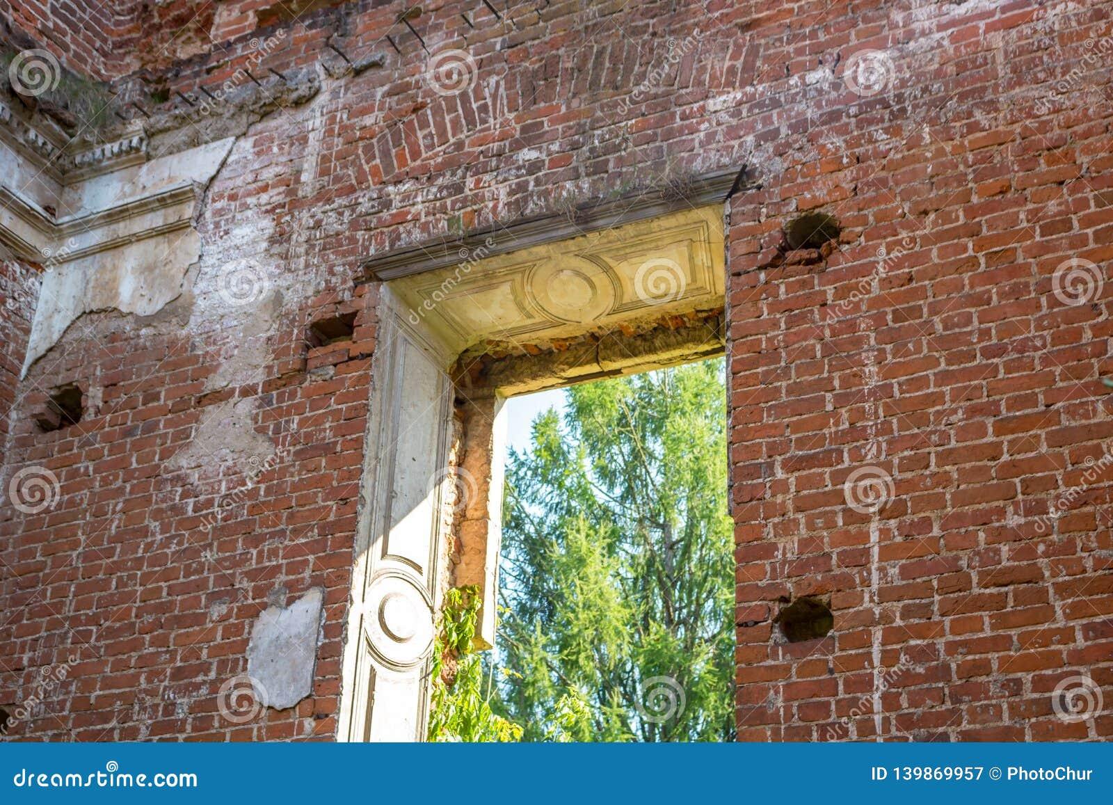 Ruines d une ferme abandonnée à la fin du XVIIIème siècle