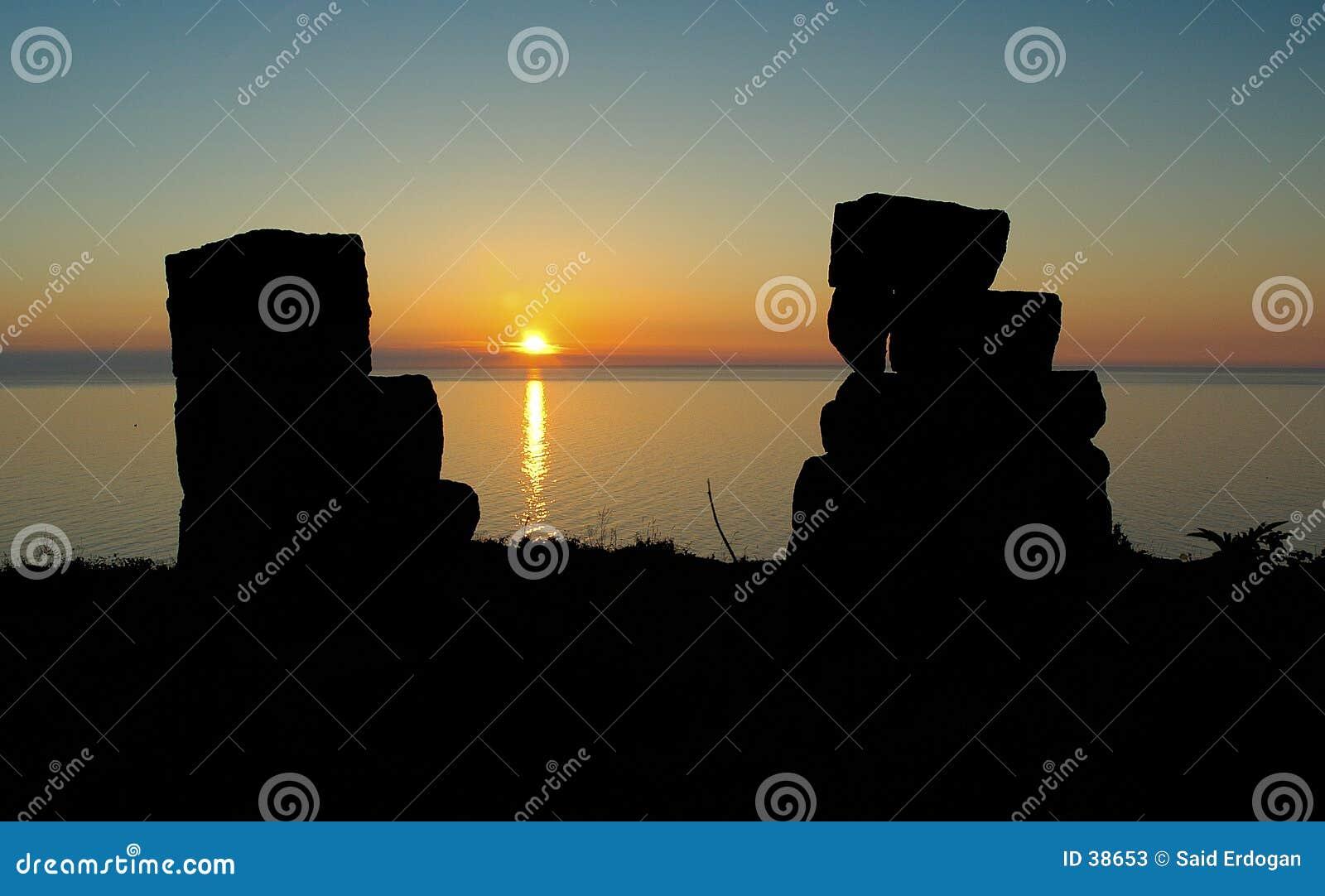 Ruines de château au coucher du soleil