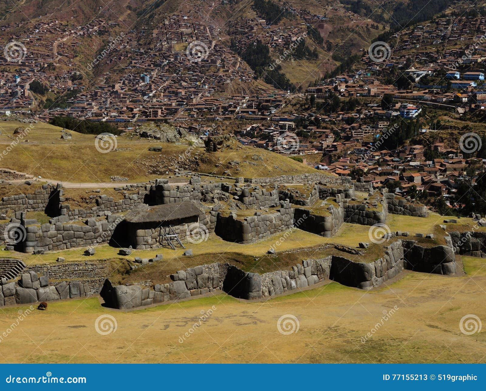 Ruines de citadelle de Sacsayhuaman dans Cusco, Pérou