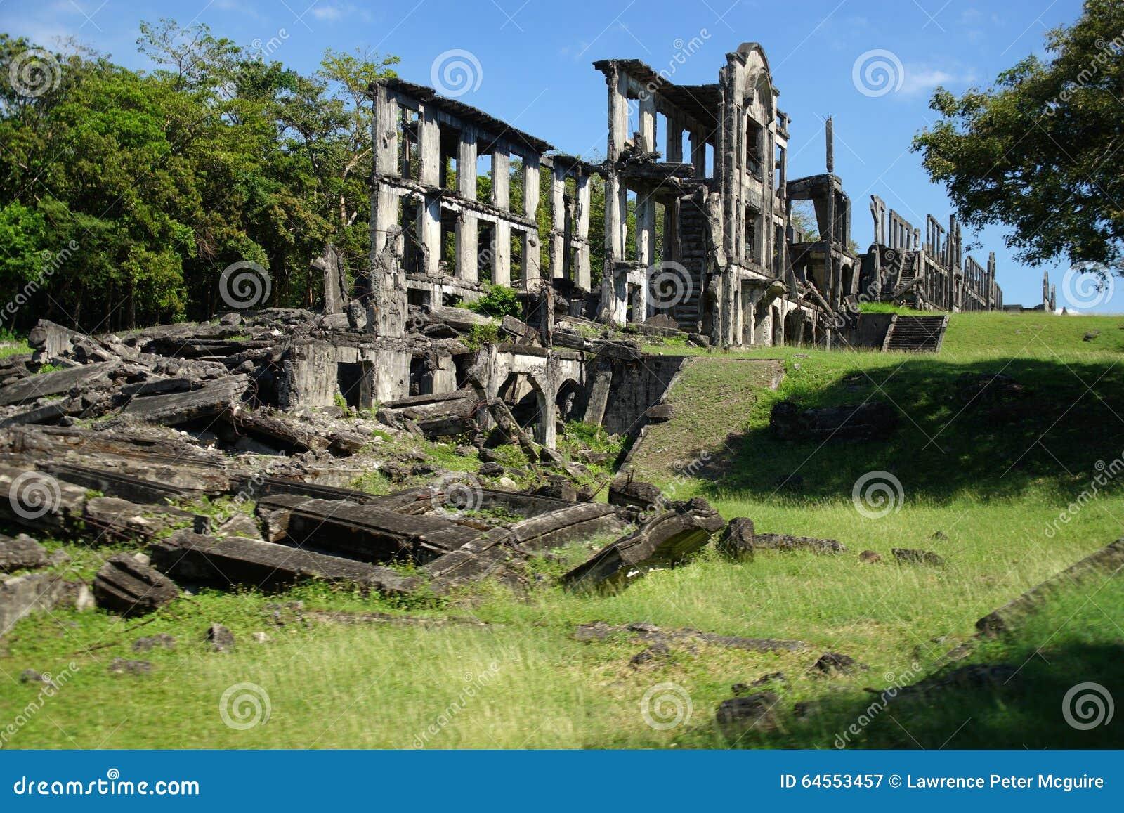 Ruines de mille des casernes long baie sur de Corregidor île, Manille, Philippines