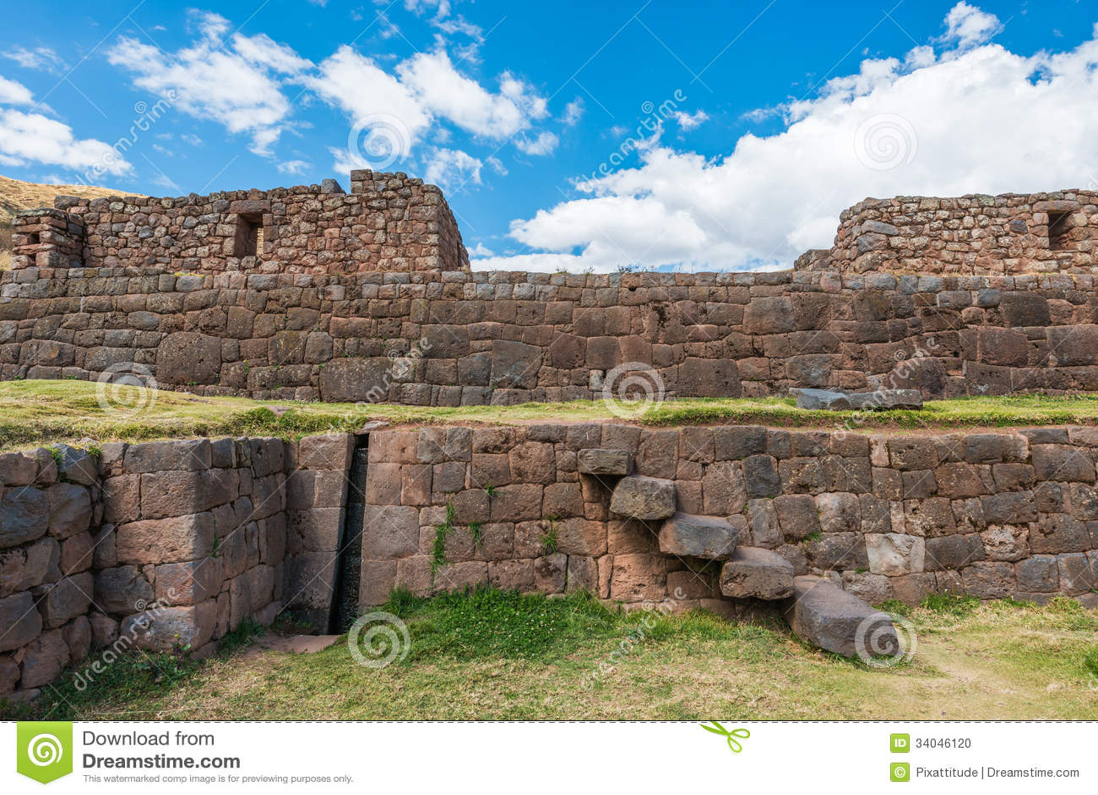 Ruines de Tipon dans les Andes péruviens chez Cuzco Pérou