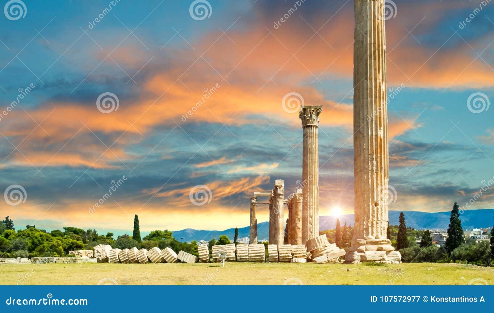 Ruines olympiennes de colonnes de Zeus à Athènes Grèce