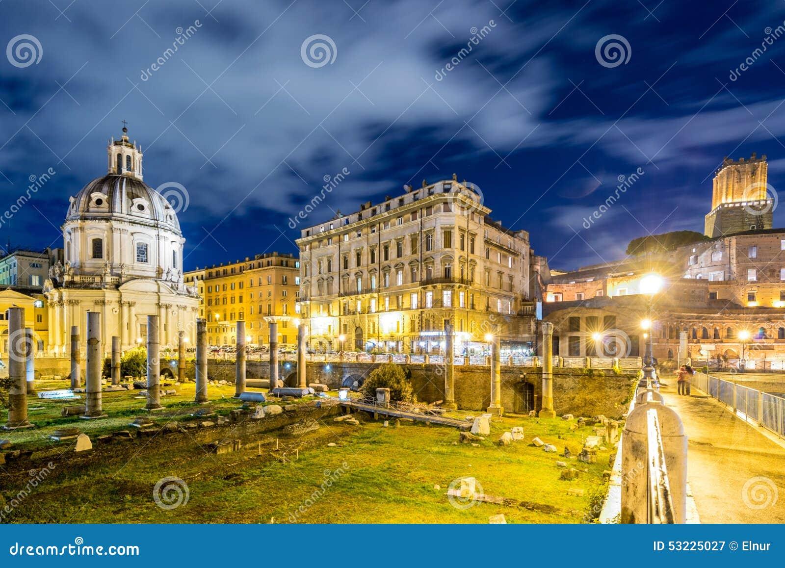 Ruines romanos durante la igualación de horas en Roma Italia