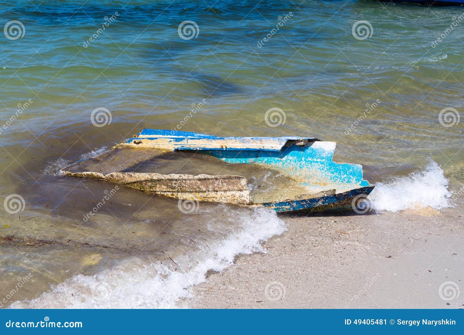 Download Ruiniertes Boot stockbild. Bild von lieferung, ozean - 49405481