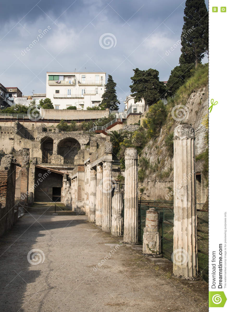 how to get to herculaneum from naples
