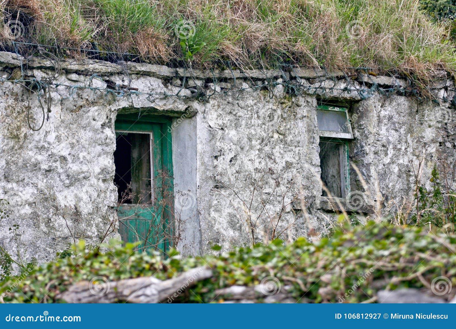 Ruins of a traditional Irish house, Inisheer, Ireland