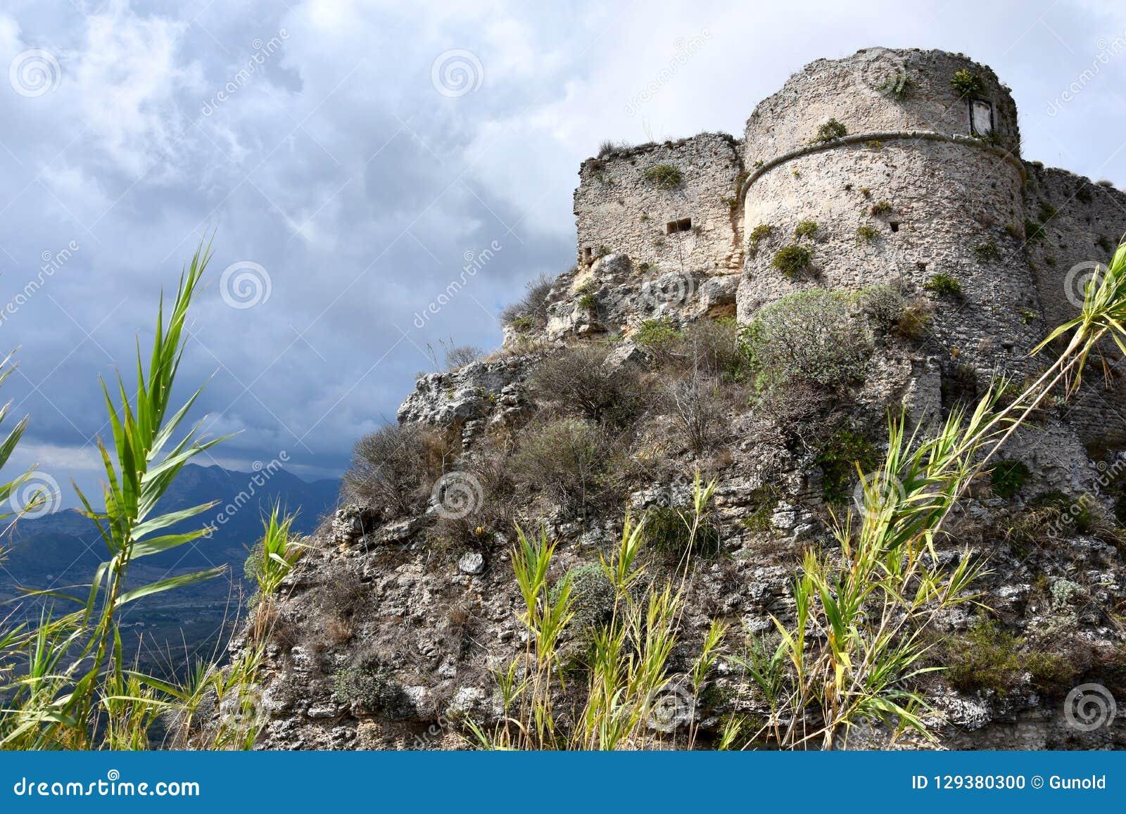 Ruiny średniowieczny fort w Gerace