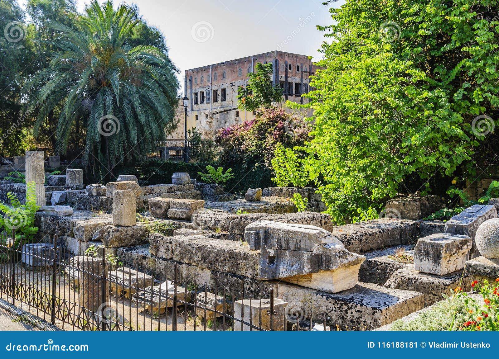 Ruiny świątynia Aphrodite w kwadracie Symi w Starym mieście Rhodes, Grecja
