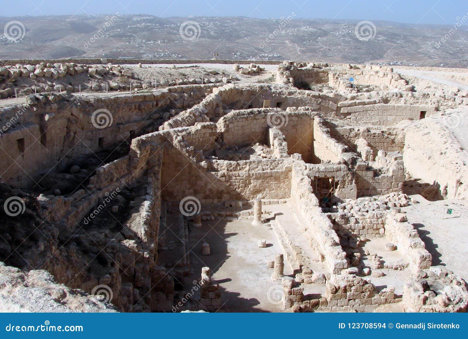 Ruiny antyczny miasto Herodion i naturalna sceneria wokoło go Izrael