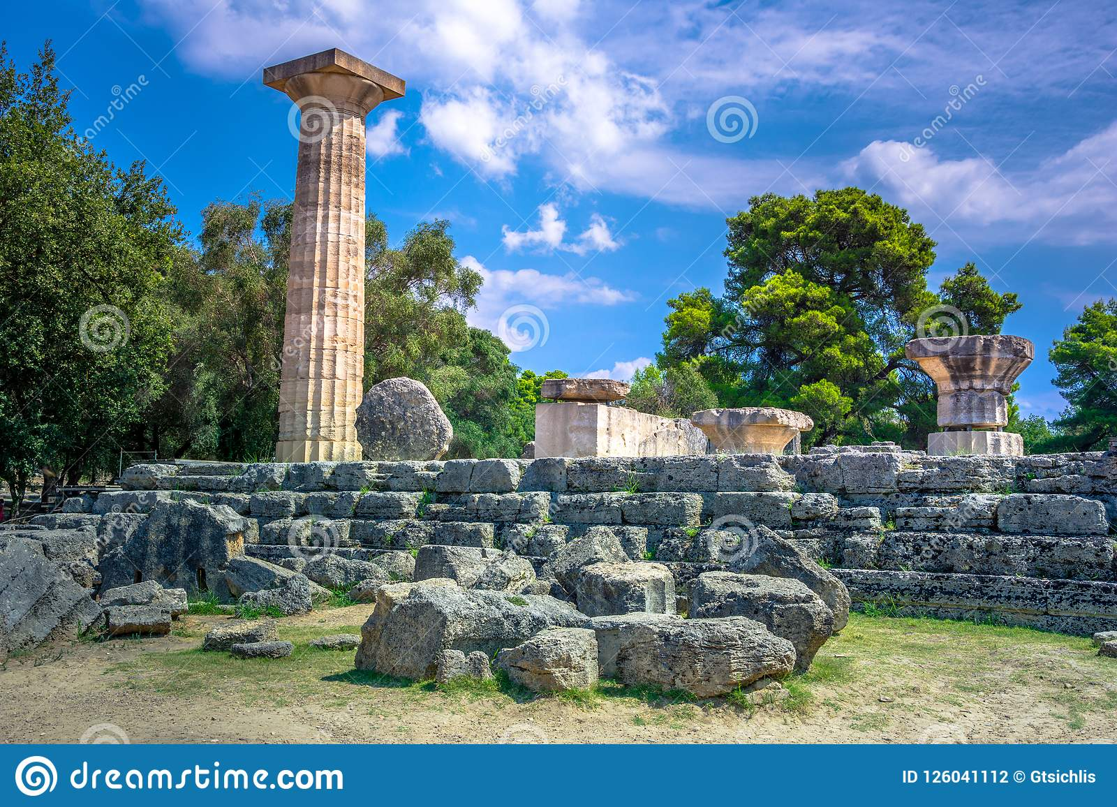 Ruiny antyczny olimpia, Grecja Tutaj bierze miejscu dotyka olimpijski płomień