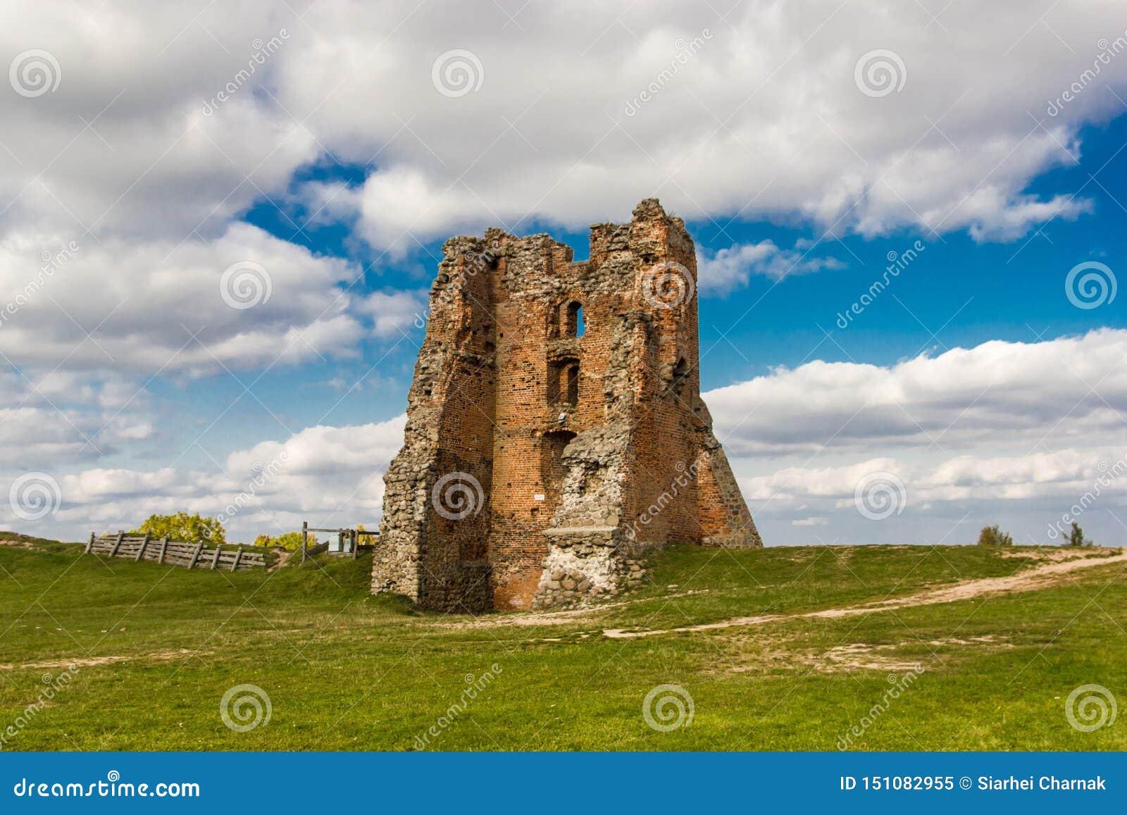 Ruiny ceglany średniowieczny defensywa kasztel