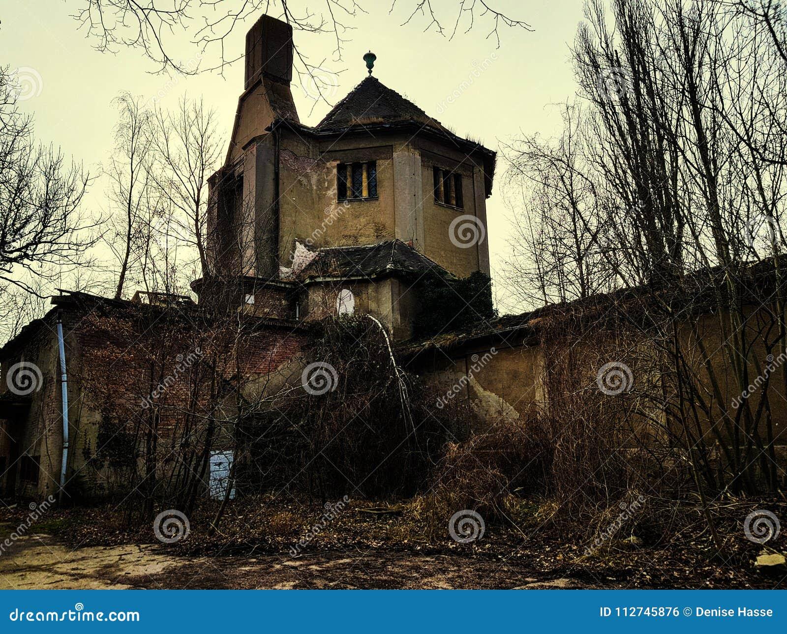 Ruiny crematorium
