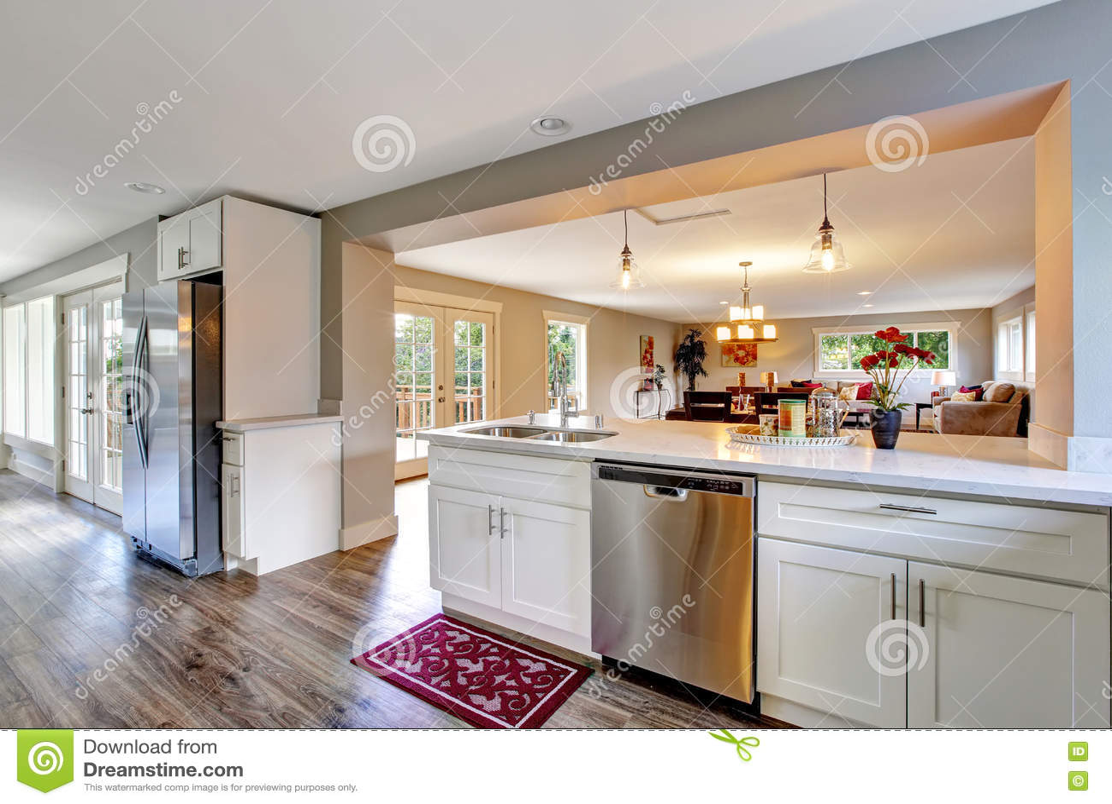 Rum för kök för plan för öppet golv vitt med det polerade ...