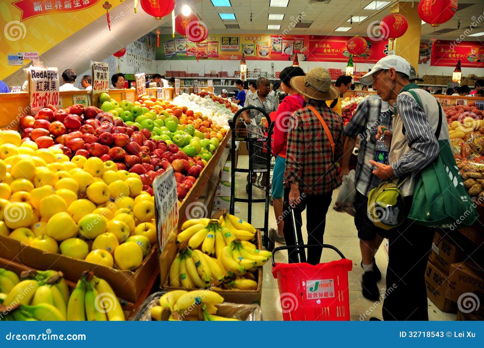 Rumienić się, NY: Ludzie Robi zakupy przy supermarketem