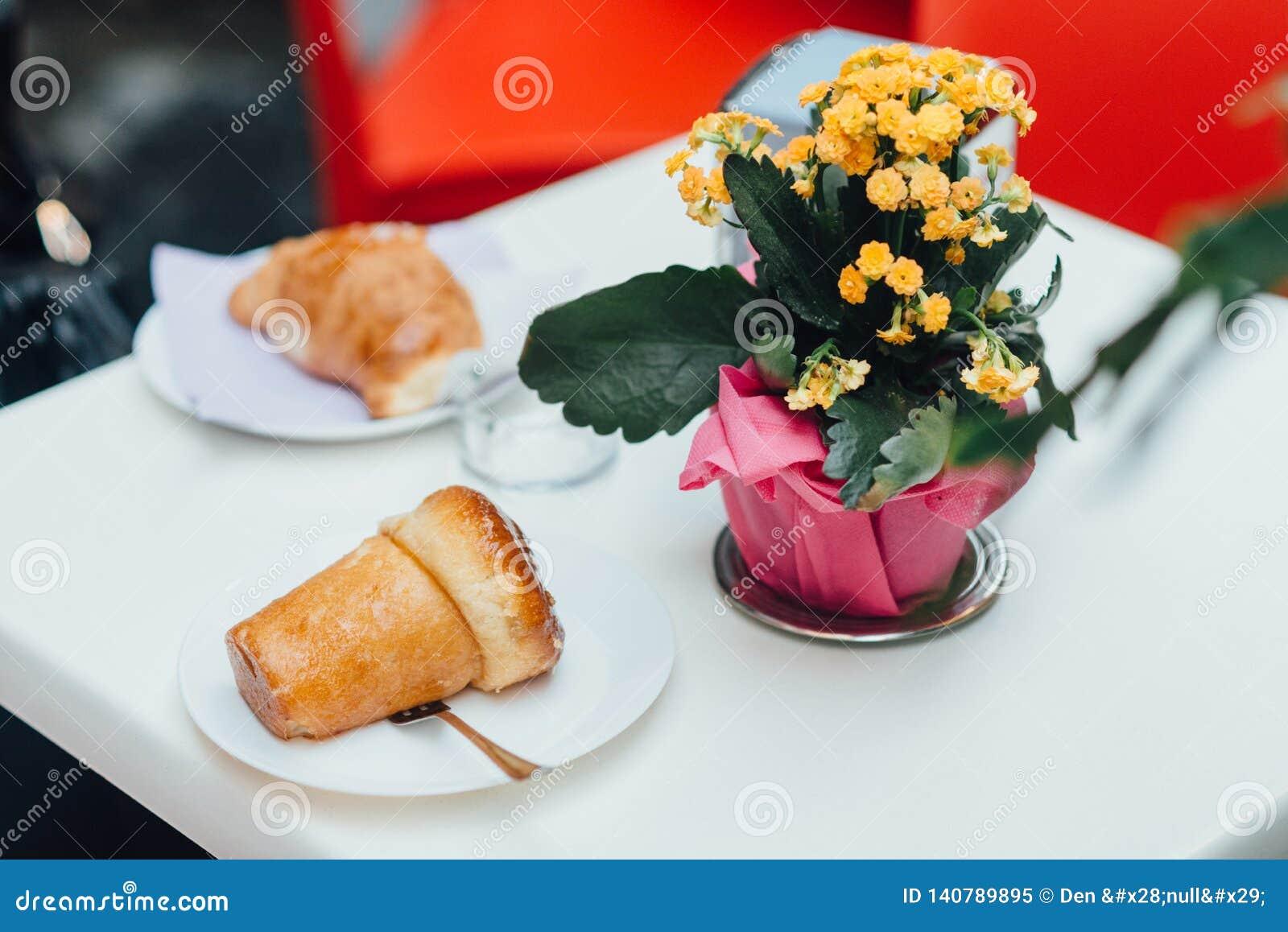Rumkuchen auf dem Tisch