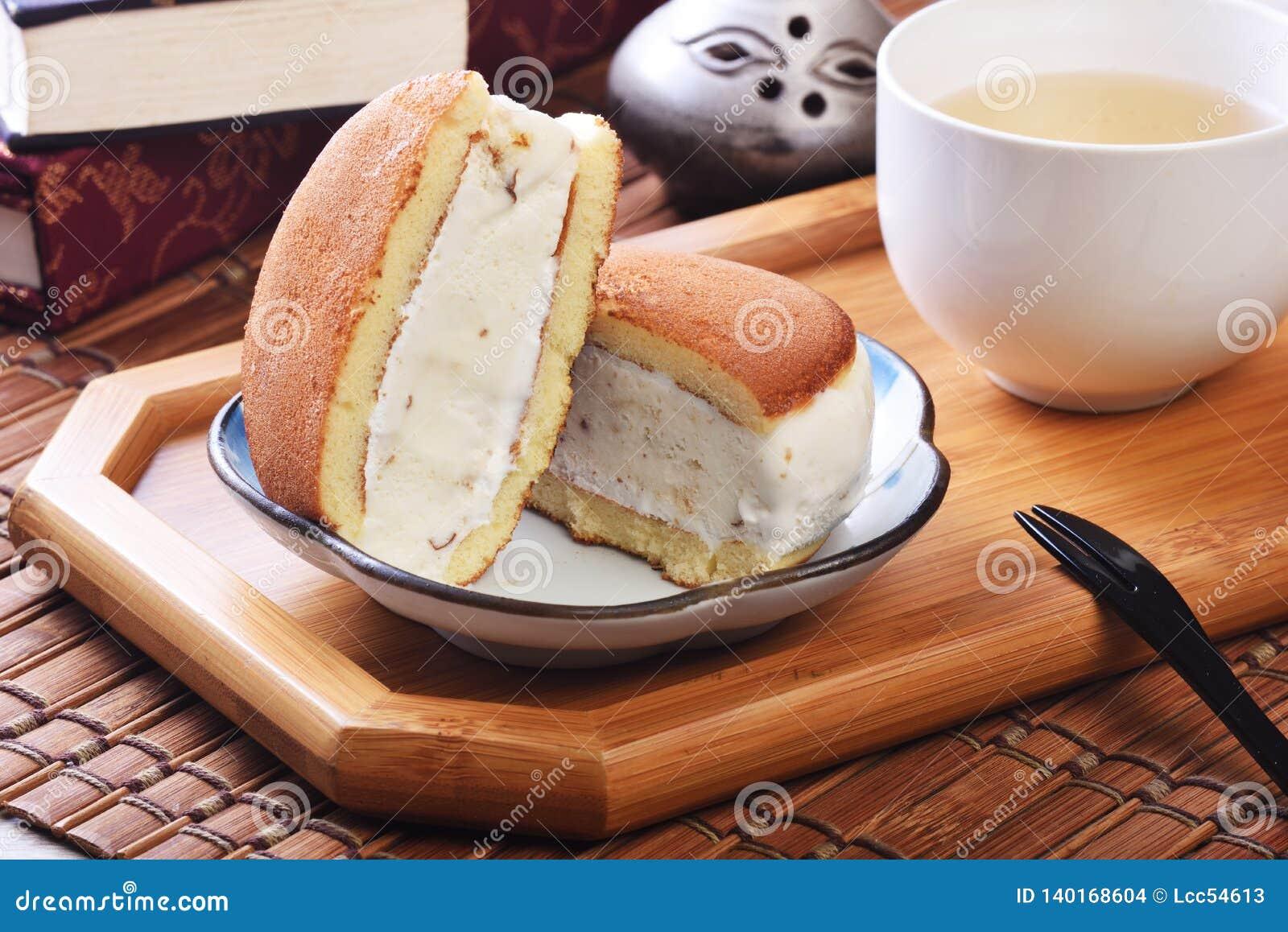 Rumowa rodzynka lody kanapka