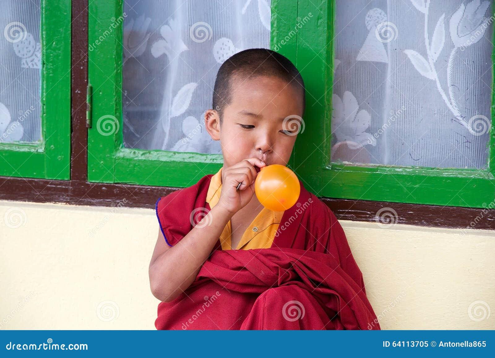 Rumtek修道院的年轻和尚,锡金,印度