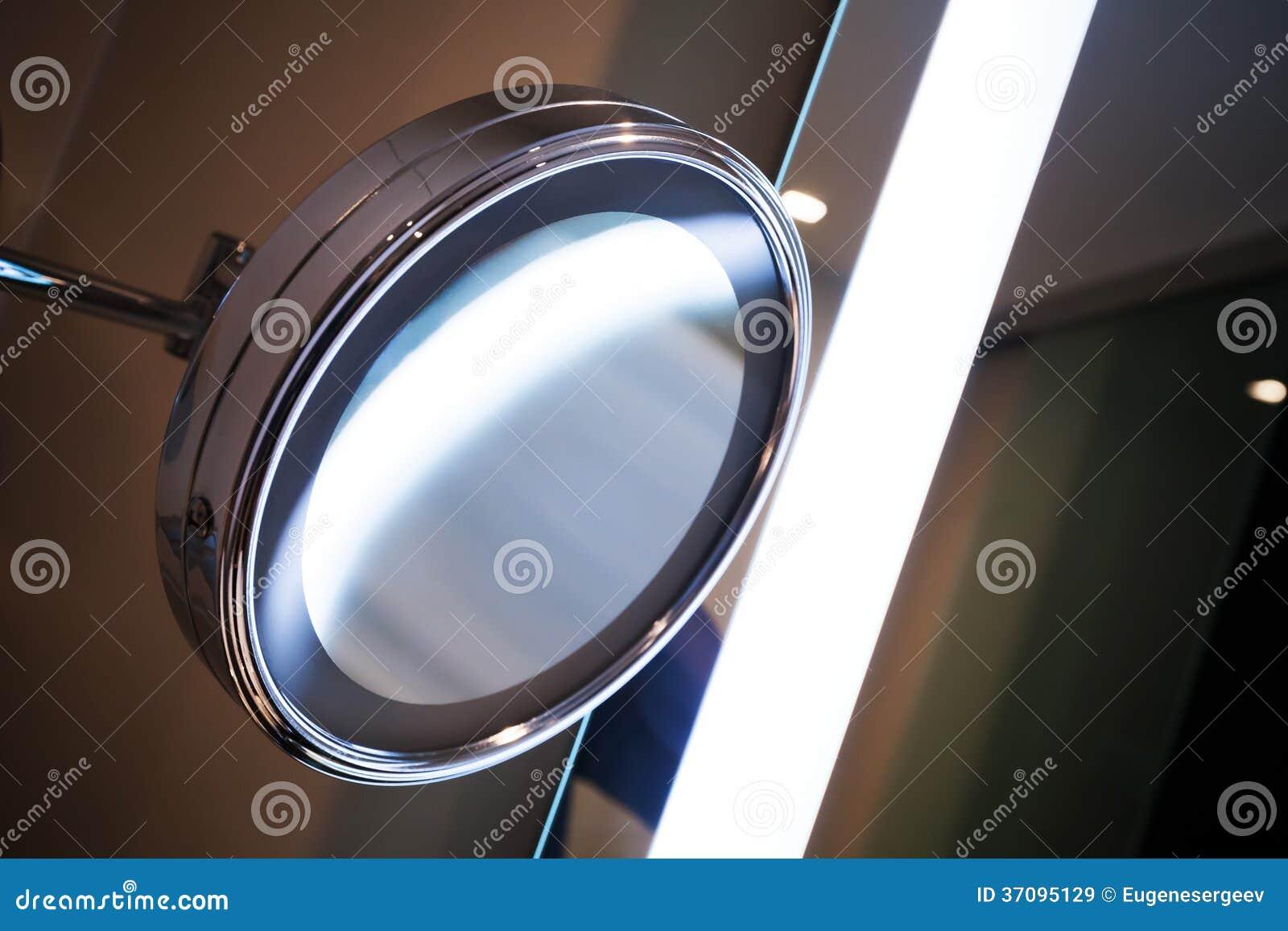 runder spiegel mit heller beleuchtung lizenzfreie stockbilder bild 37095129. Black Bedroom Furniture Sets. Home Design Ideas