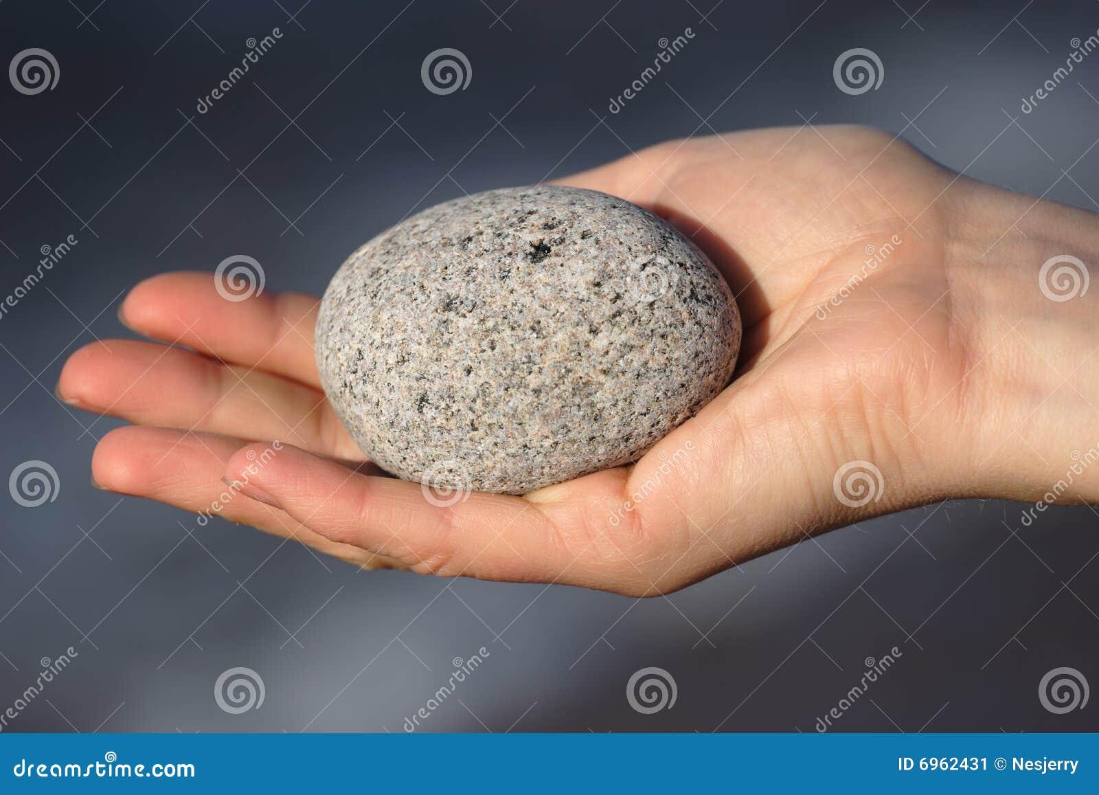 runder stein in der hand stockbild bild von felsen stein 6962431. Black Bedroom Furniture Sets. Home Design Ideas