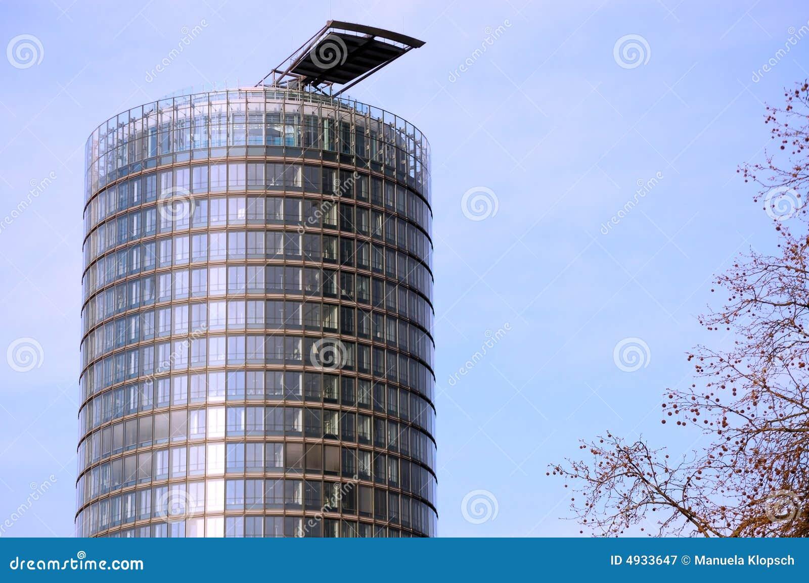 Lizenzfreie stockfotografie rundes wolkenkratzer gebäude