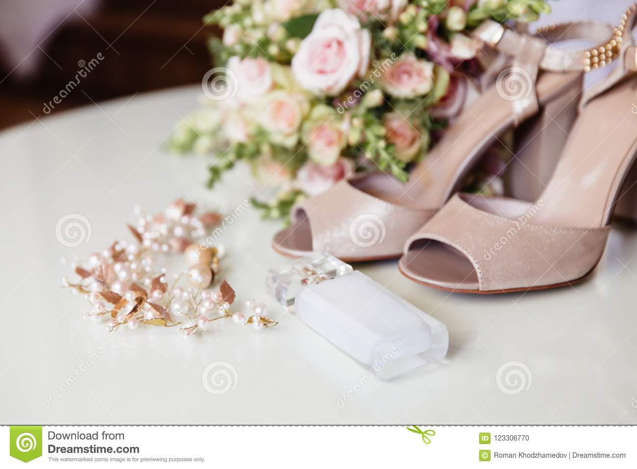 A Rundown Plan Cropped Frame Bride Perfume Jewelry For The Wedding