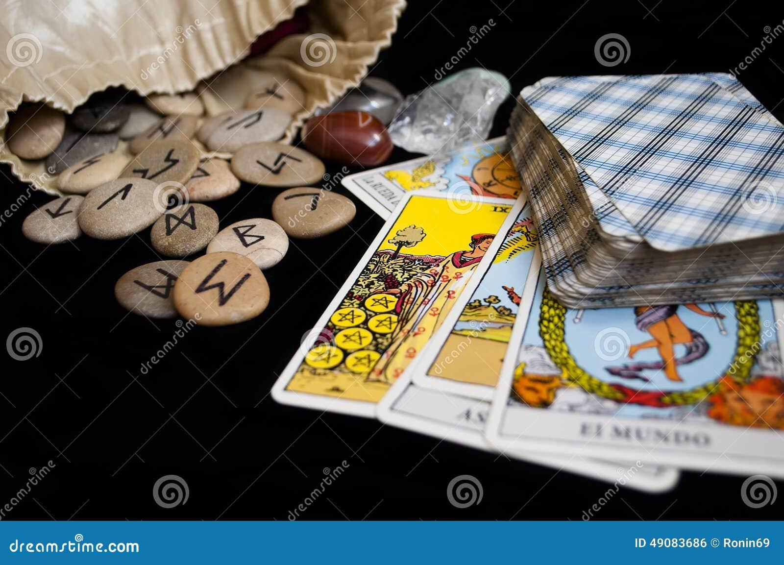 Runes i tarot karty