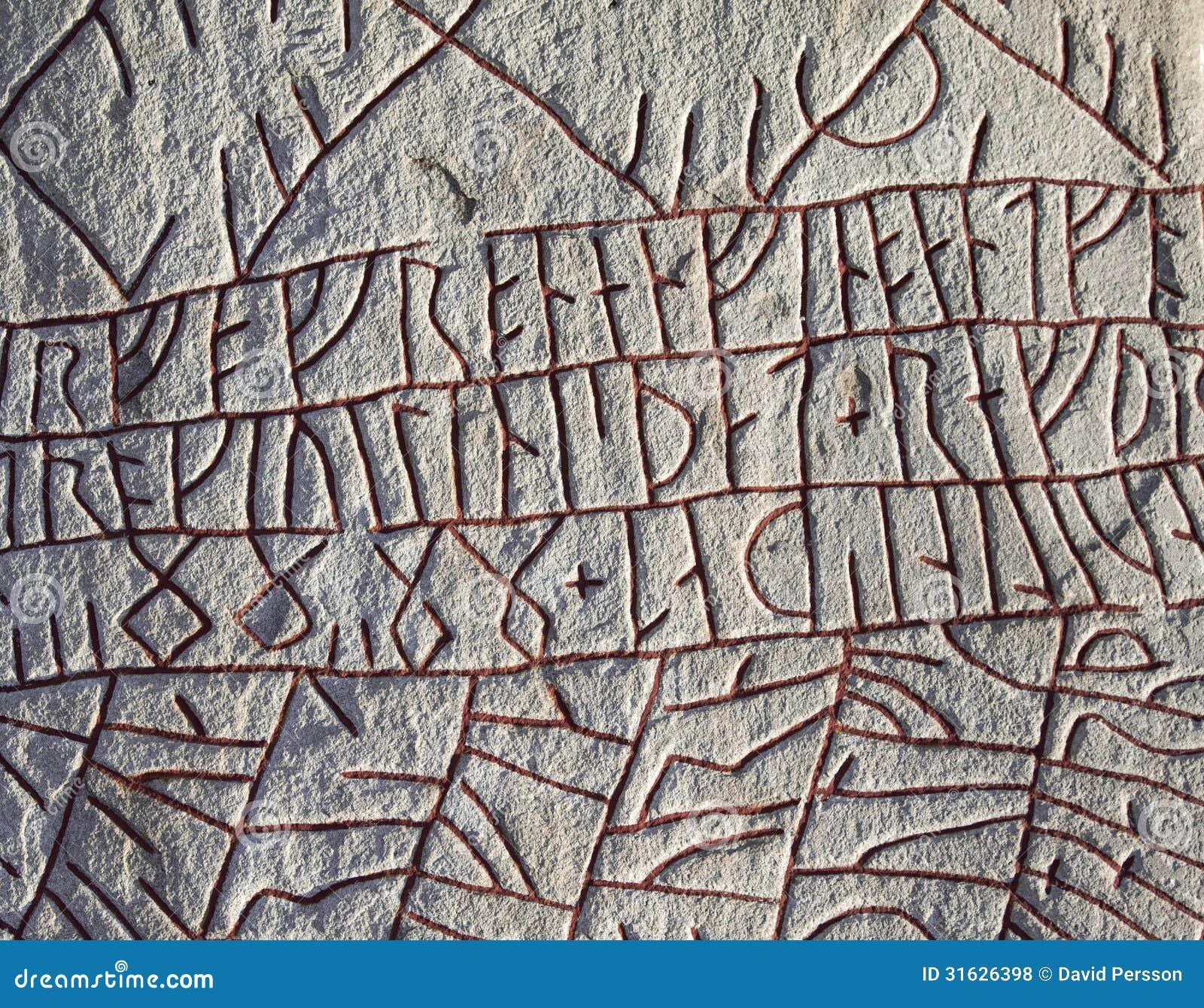 Runes przy sławnym Rök runestone, Szwecja