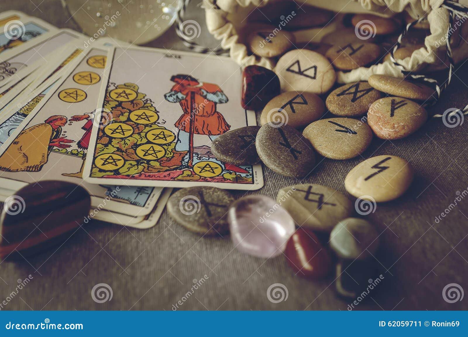 tarot et rune