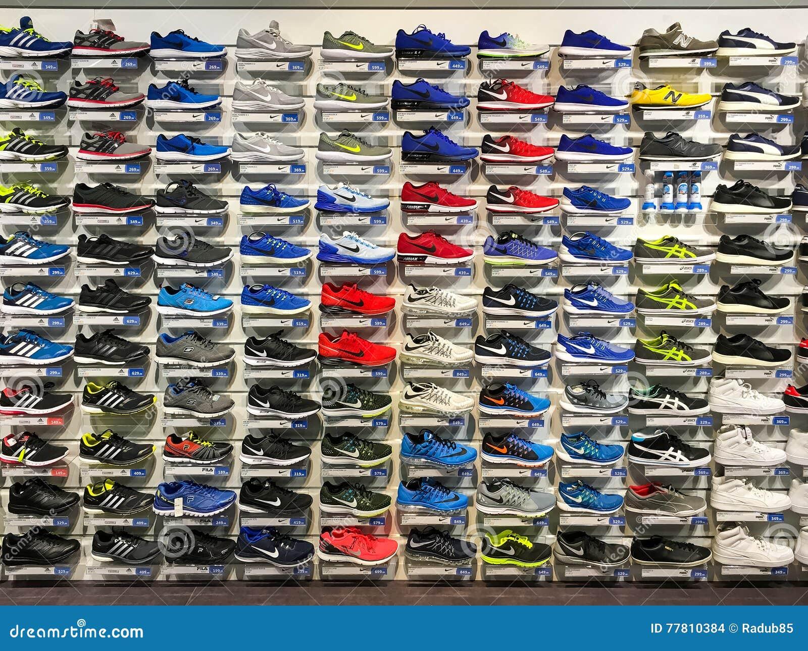 Run 21 clothing store